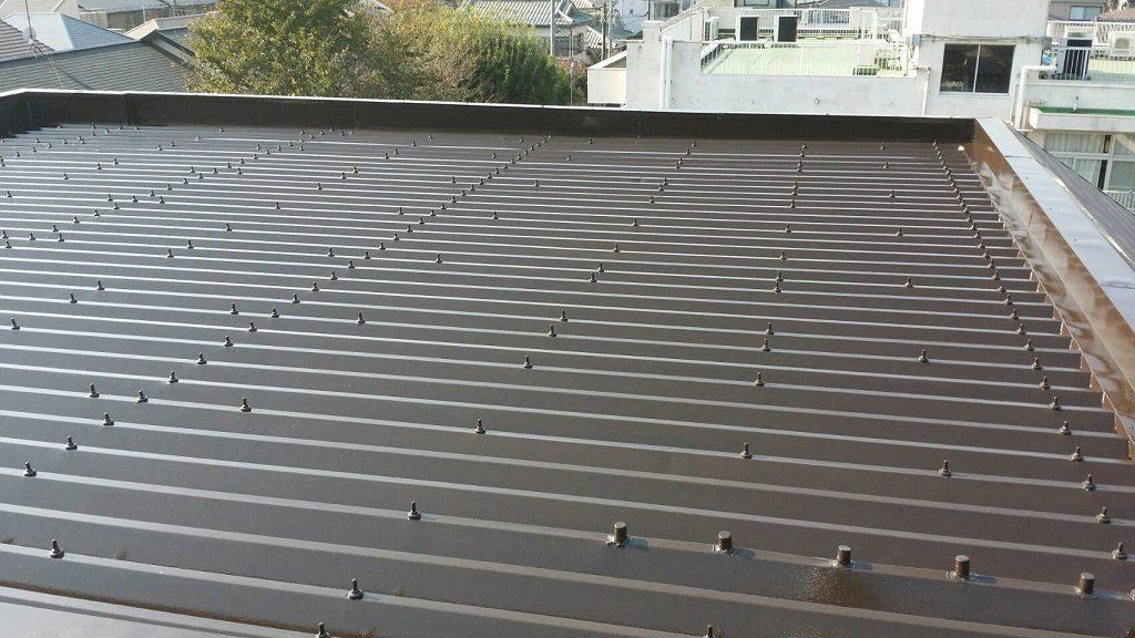 折板屋根の塗装工事(錆止め・上塗り)